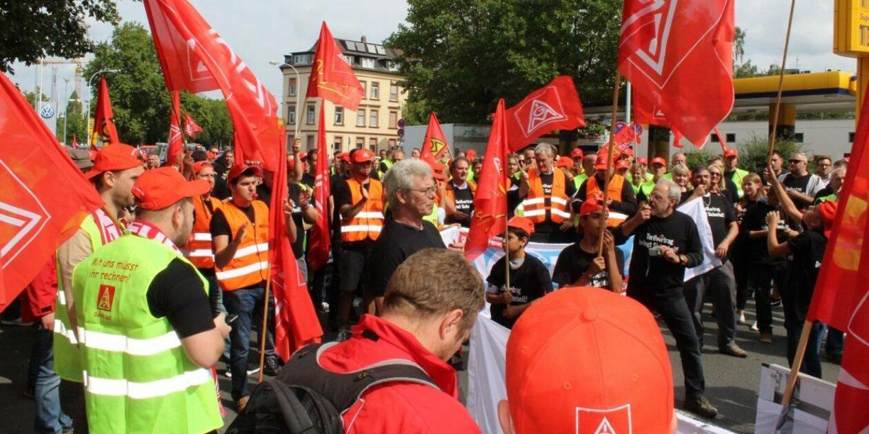 Protestwelle nimmt Fahrt auf! 600 bei Autokorso-Demo und Kundgebung in Darmstadt – Warnstreiks!