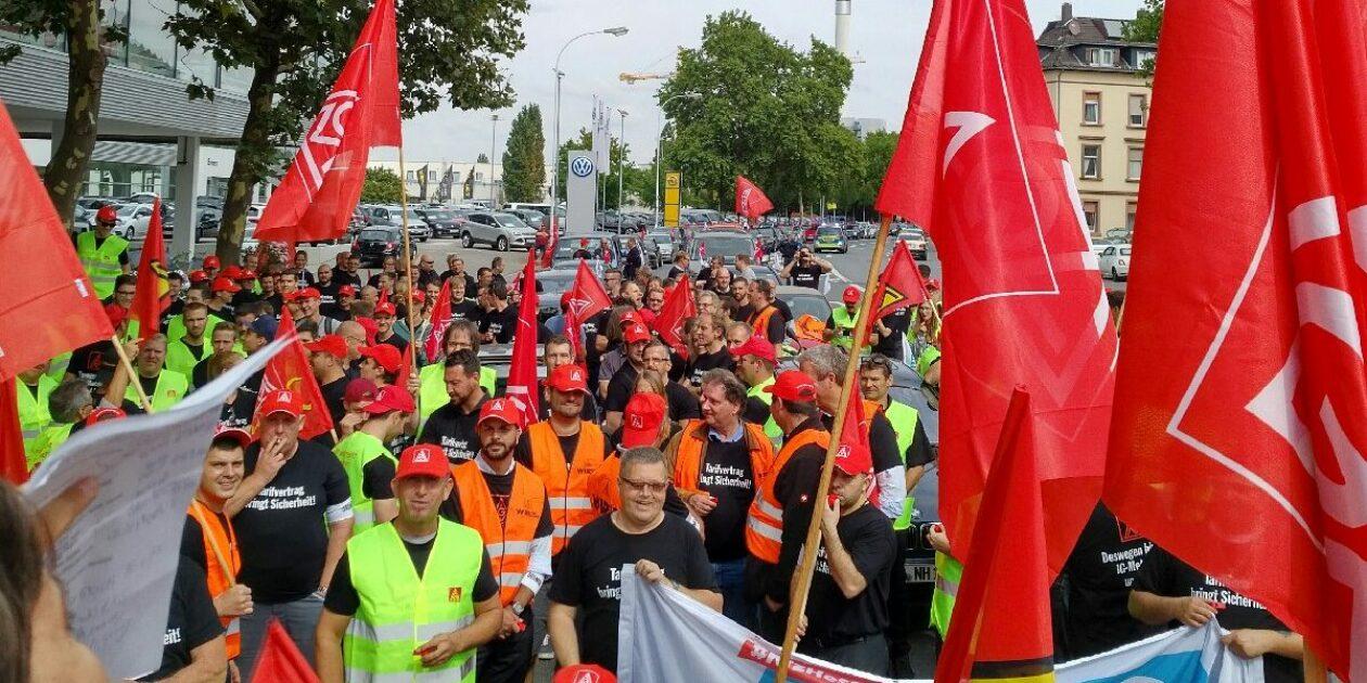 »Her mit dem Tarifvertrag, Herr Präsident« – Demonstration und Flashmob in Frankfurt am Main